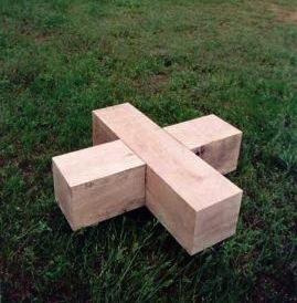 Jean-Lucien Guillaume : Banc en forme de croix, Berlin